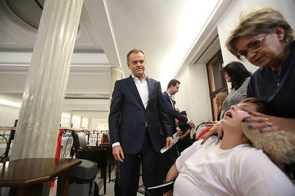 Premier Donald Tusk: od 1 maja wzrost świadczeń dla rodziców dzieci niepełnosprawnych