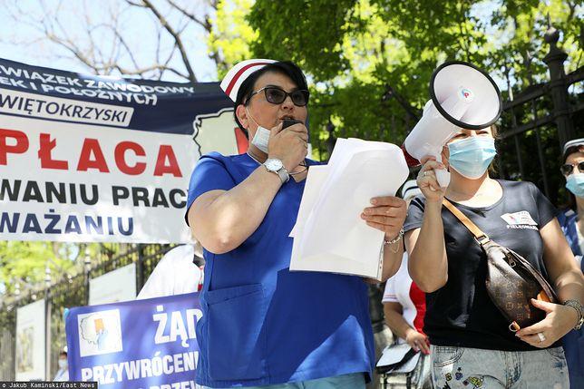 Warszawa. Protest pielęgniarek w Warszawie, w Międzynardowy Dzień Pielęgniarek, Pielęgniarzy i Położnych