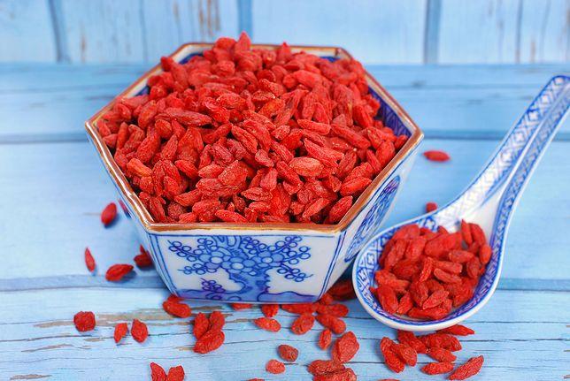 Owoce goji (jagody goji) są bardzo dobrym źródłem białka, w skład którego wchodzi aż 18 aminokwasów. Przepisy z owocami goji