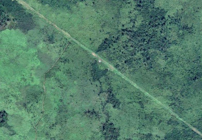 Z nudów przeglądali mapy Google. Zobaczyli pas startowy pośród niczego