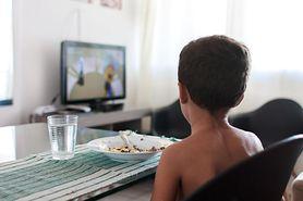 Czas spędzony przed telewizorem spowalnia rozwój dziecka. Nowe badania