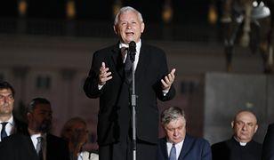 Jarosław Kaczyński przemawia na Krakowskim Przedmieściu