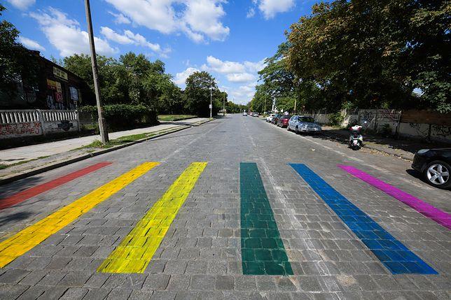 Wrocław. Pasy namalowano, tam, gdzie nie ma przejścia dla pieszych