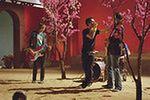 Adam Levine śpiewa bez prądu filmową piosenkę