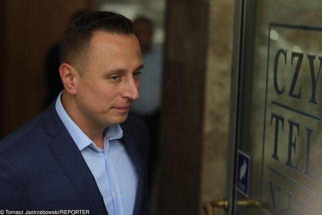 Politycy PiS i media państwowe zarzucają szefowi sztabu PO Krzysztofowi Brejzie kierowanie grupą internetowych hejterów.