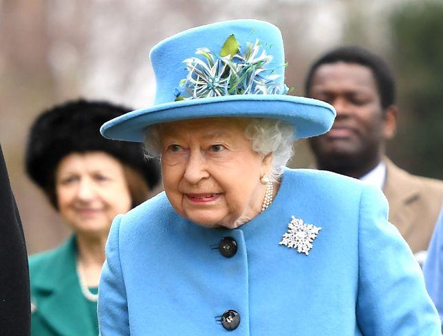 Królowa Elżbieta II nie lubi nudnych rozmówców. Ten sprytny trik pozwala ich uniknąć