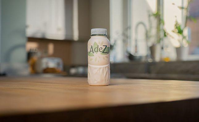 Coca-Cola wprowadzi papierowe butelki. Na początek do nowych opakowań trafi sprzedawany na Węgrzech napój owocowy Adez.