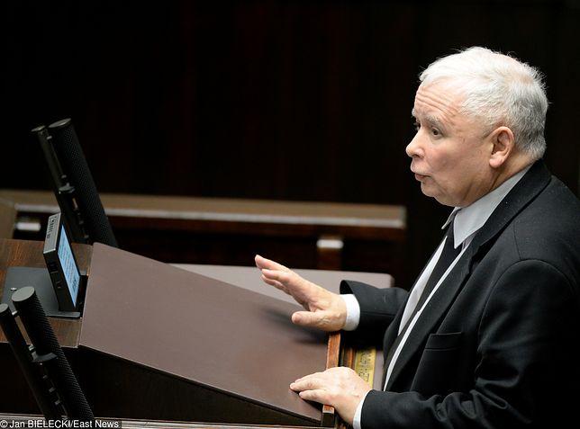 Kaczyński modlił się za Jolantę Szczypińską w Sejmie