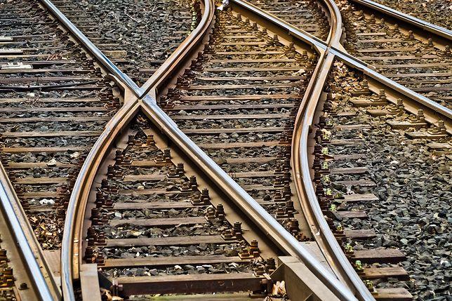 W wyniku obfitych opadów doszło do podmycia toru, ruch na linii kolejowej zostały wstrzymany