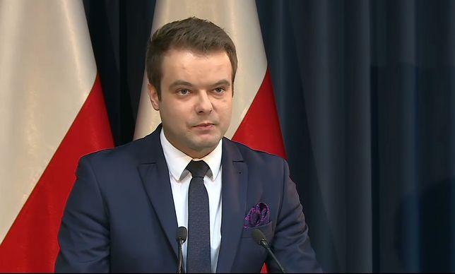 Zdaniem rzecznika rządu Rafała Bochenka marszałek województwa próbuje politycznie rozgrywać sytuację po nawałnicy