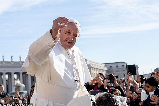 Papież Franciszek w niedzielę utknął w windzie