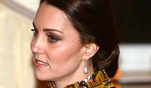 Oryginalny krój, kolor i zawrotna cena. Księżna Kate w kreacji, jakiej nie widzieliśmy