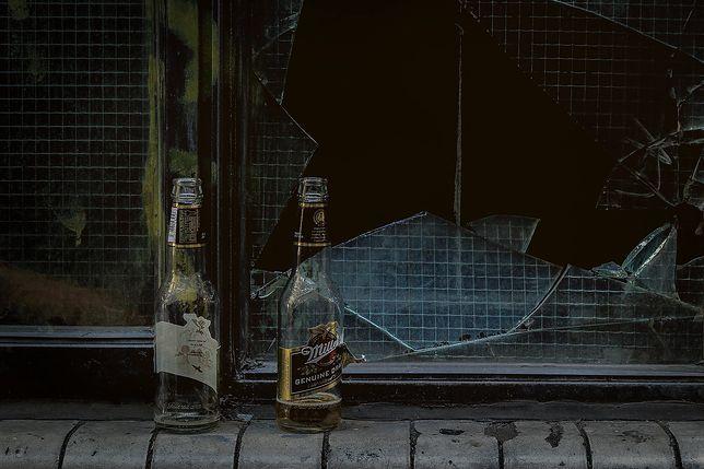 Wielu ludzi radzi sobie z problemami z pomocć alkoholu. czy to właśnie dzieje się w Rosji?