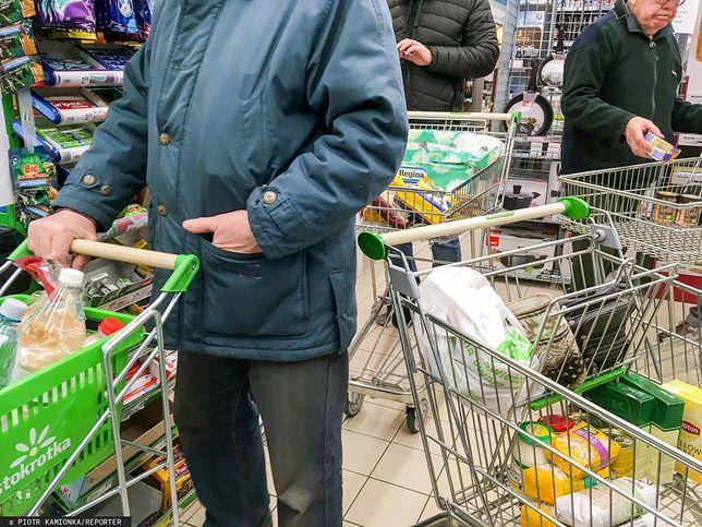 Zakupy w czasie epidemii. Sklepy wprowadzają ograniczenia.