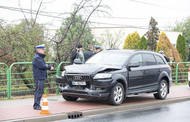 Warszawa. Kolizja auta SOP na moście Łazienkowskim