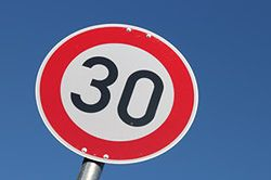#dziejesiewmoto [4]: 30 km/h w Warszawie, nowy Mustang i mistrz parkowania