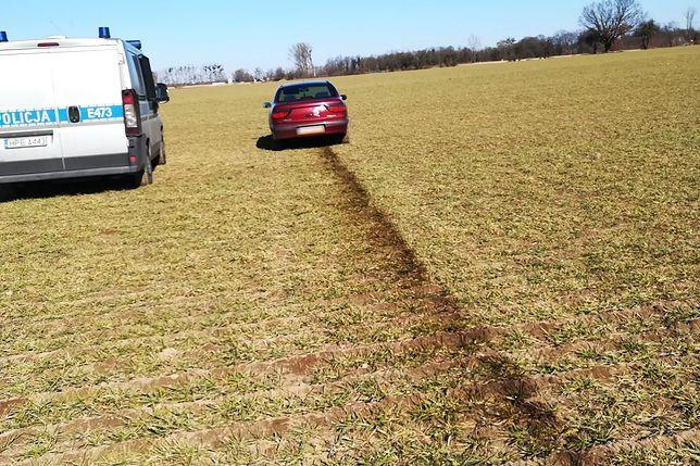 Efektownie rozlany olej z uciekającego Renault Megane
