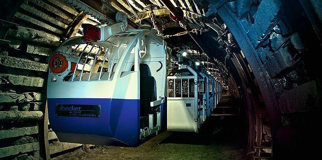 Zabrze. Przejazd podwieszaną, podziemną kolejką to jedna z atrakcji Nocy Muzeów.