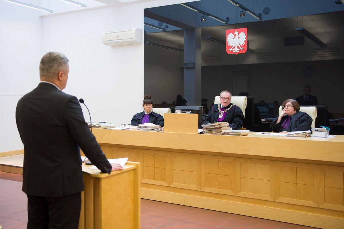 Nokaut banku Leszka Czarneckiego. Komornik zwindykował 3 mln dla naciągniętych klientów