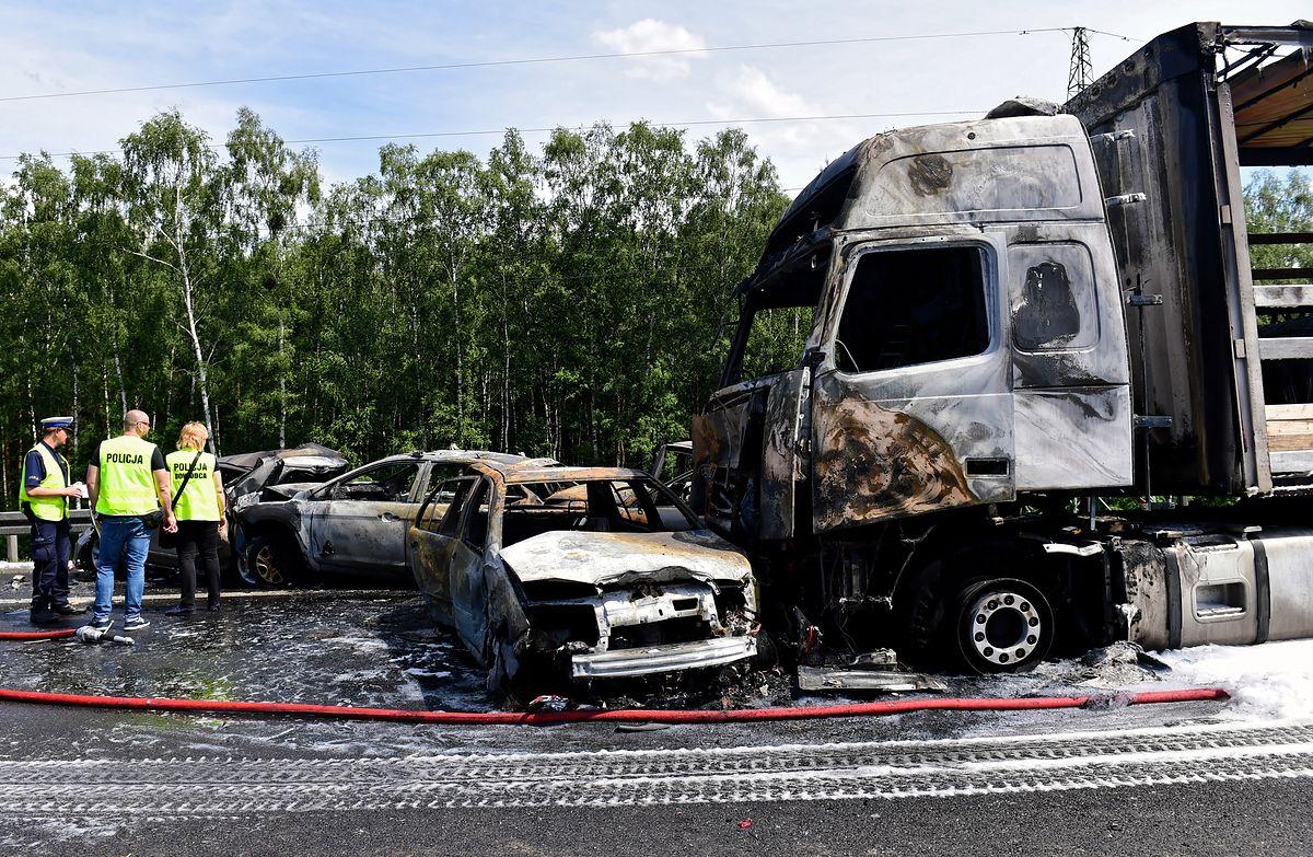Karambol na A6 pod Szczecinem. Uczestnik wypadku: słyszałem krzyki ludzi, którzy się palili