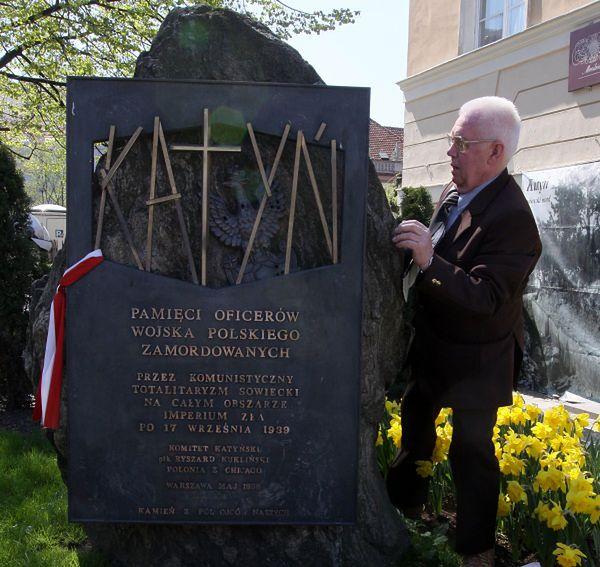 Pomnik katyński zniknie ze Starówki?