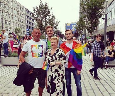 """Proboszcz przyniósł """"donos"""" na dyrektorkę szkoły. Bo chodzi na marsze równości i ma syna geja"""