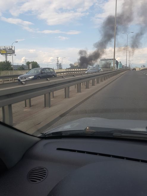 Pożar auta w Alejach Jerozolimskich