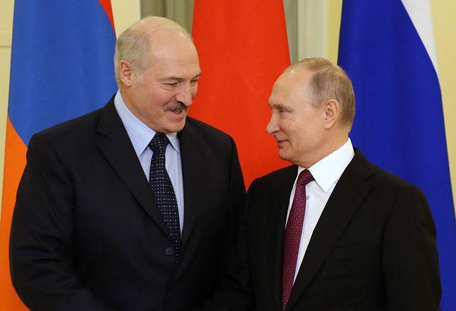 Łukaszenka uderza w Polaków, by obronić swojej pozycji. Ale robi to też w imieniu Kremla