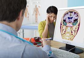 Związek między schorzeniami neurologicznymi a nietrzymaniem moczu