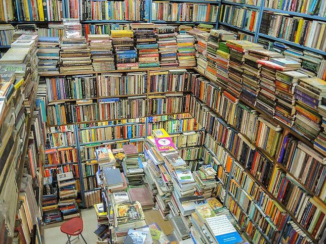 Warszawa. W najbliższych tygodniach w stolicy wiele wydarzeń związanych z literaturą. Na początek inwazja cytatów z literatury pięknej  w miejskiej przestrzeni