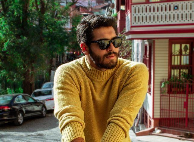 Sweter z golfem wraca do łask