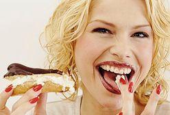 To dlatego kobiety tak często sięgają po słodycze