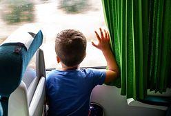 Bez ubrań i z krzykiem na ustach. Dzieci zamieniają podróże w koszmar