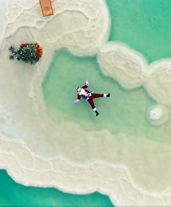 Ho Ho Holy Land. Św. Mikołaj przesyła świąteczne życzenia znad Morza Martwego