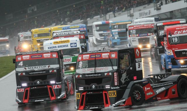 Ciężarówki ścigają się na legendarnym torze Formuły 1