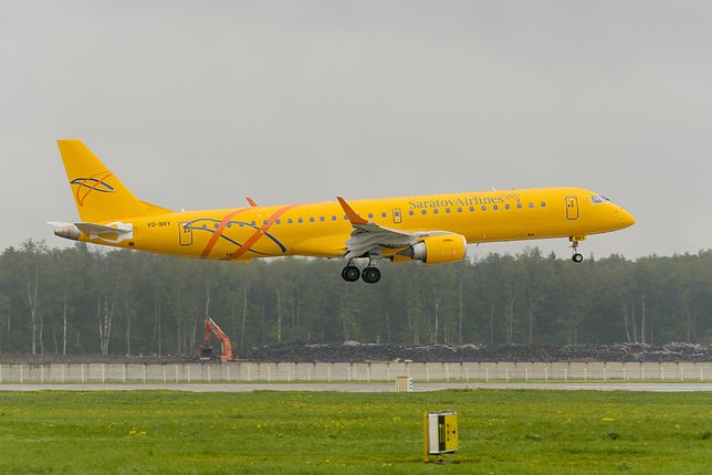 Saratowskie linie lotnicze obecne są na rynku od 1931 roku. Na zdjęciu Embraer