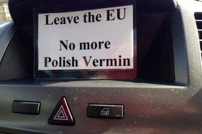 """""""Wyjdźmy z UE. Koniec z polskimi szumowinami"""" - takie kartki pojawiły się na ulicach miasta Huntingdon po referendum"""