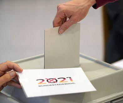Wybory w Niemczech. Rozbrojono bombę i otwarto lokale wyborcze