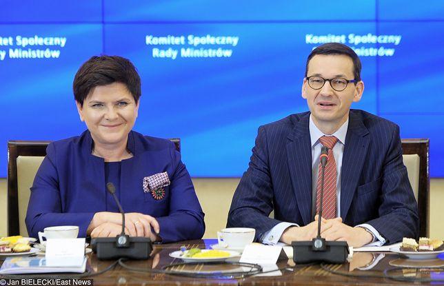 Noszą teczki za ministrem - 1,3 mln zł premii. Dalszy ciąg afery z rozdawaniem pieniędzy urzędnikom