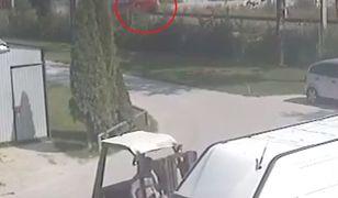 Kamery zarejestrowały moment zderzenia samochodu z pociągiem