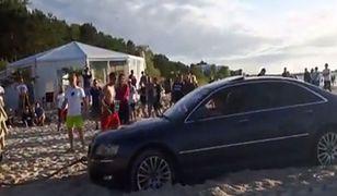 Kierowca audi wjechał na plażę w Międzyzdrojach jak gdyby nigdy nic