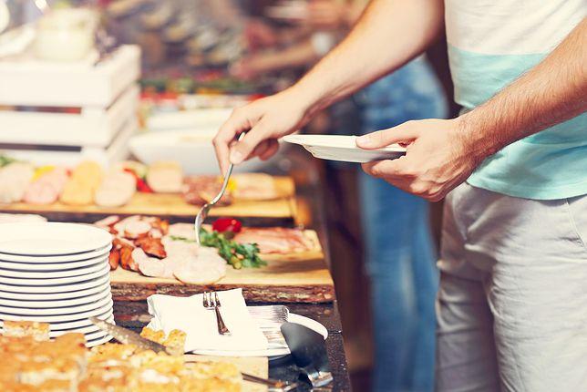 Właściciele hoteli dbają o to, aby na stołach codziennie było świeże jedzenie