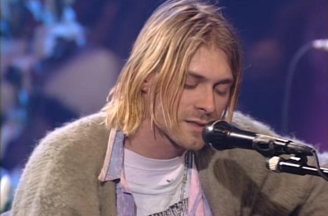 Wokalista Nirvany Kurt Cobain (rzekomo) popełnił samobójstwo w Seattle w 1994 roku