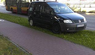 Rozjeżdżam trawnik, bo jestem ze służb drogowych. Kto mi zabroni?