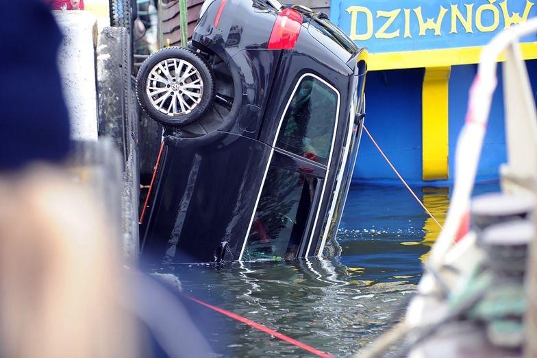 Straszliwy wypadek nad Bałtykiem. Auto w wodzie. Nie żyją rodzice i dzieci