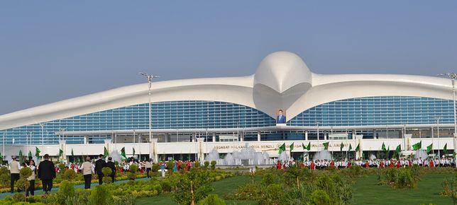 Aszchabad. W Turkmenistanie powstało jedno z najpiękniejszych lotnisk świata