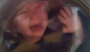 Dziecko na jednym ze zdjęć ma mieć papierosa w ustach