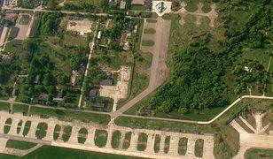 Lotnisko Smoleńsk-Sewiernyj - u góry widać wiatę, pod którą znajduje się wrak polskiego samolotu
