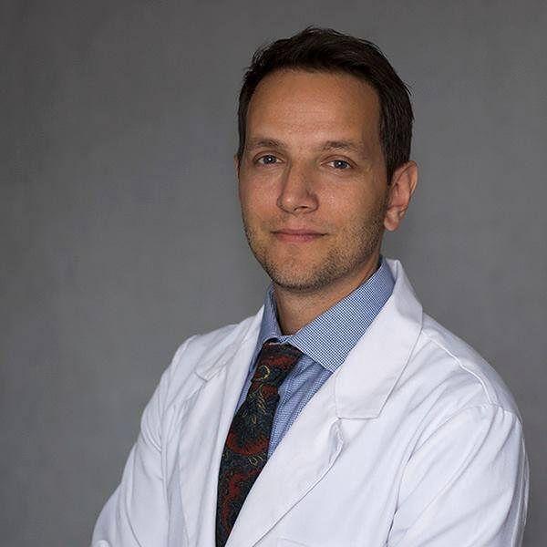 Pediatra Dawid Ciemięga zbiera fundusze na film o antyszczepionkowcach