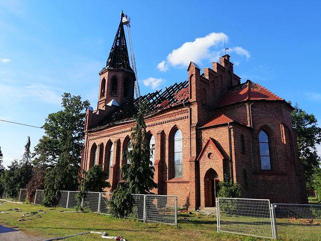 Kościół w Lutolu Suchym po pożarze